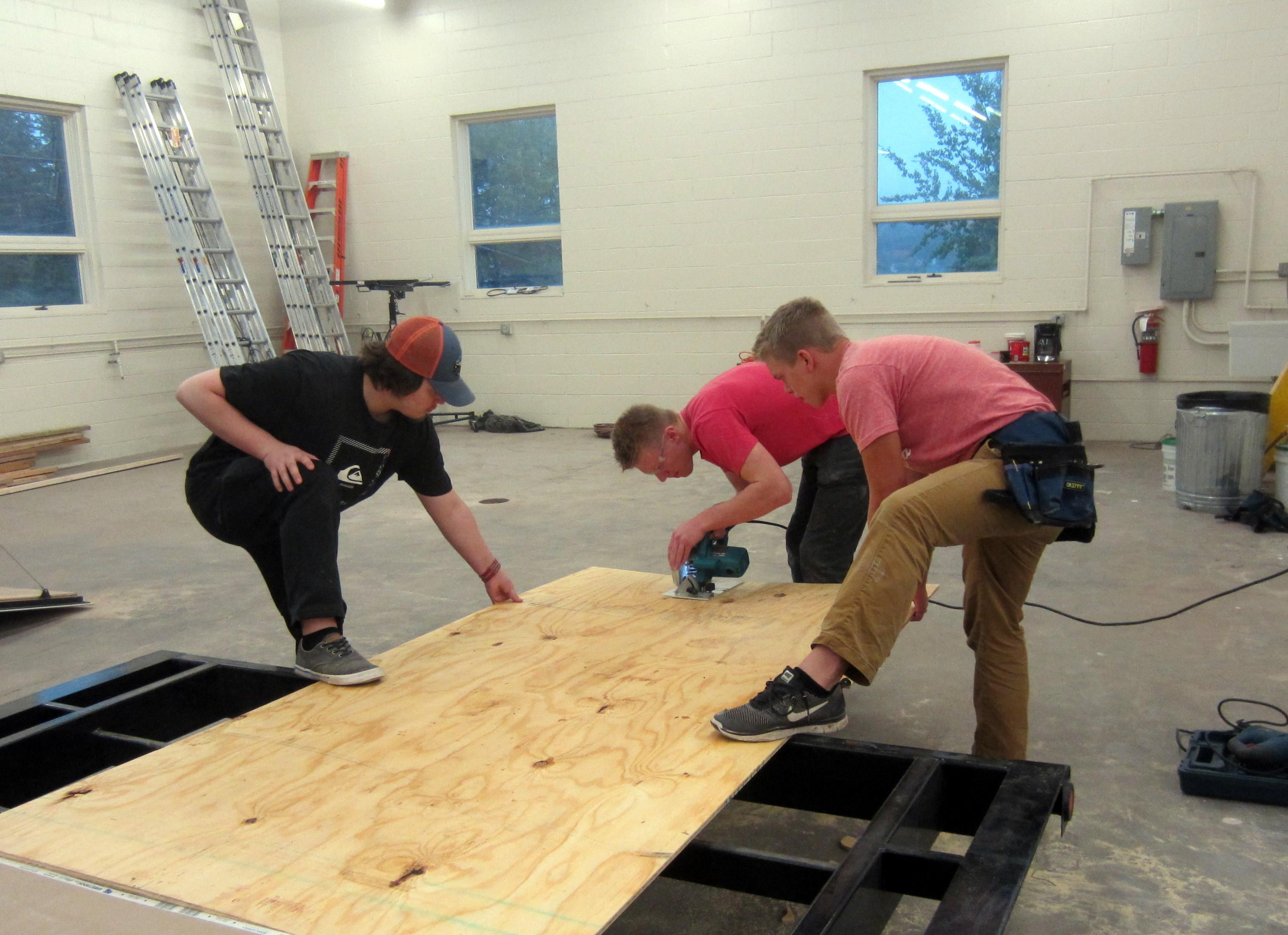 Cutting plywood sheet using circular saw